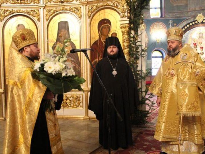 Глава Кузбасской митрополии отметил день своего рождения молитвой в Знаменском соборе