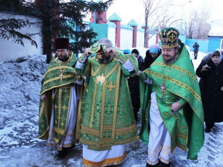 Кузбасский архипастырь совершил освящение придела прп. Серафима Саровского в Покровской церкви Прокопьевска