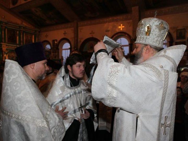Кузбасский архипастырь совершил всенощное бдение в храме Белова