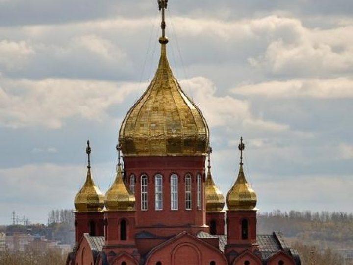 В неделю сыропустную (Прощеное воскресенье) глава Кузбасской митрополии совершил Божественную литургию в Знаменском соборе
