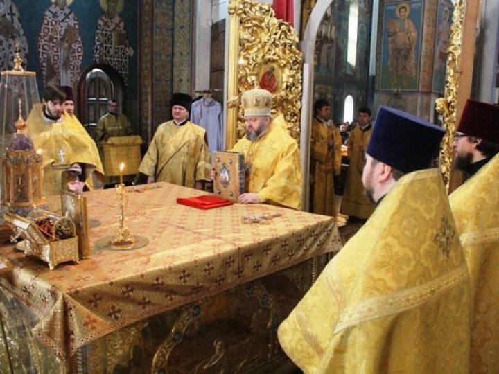 В неделю мясопустную, о Страшном суде, глава Кузбасской митрополии совершил Божественную литургию в Знаменском соборе