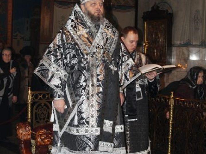 В среду первой седмицы Великого поста глава Кузбасской митрополии совершил Литургию Преждеосвященных Даров в Знаменском соборе