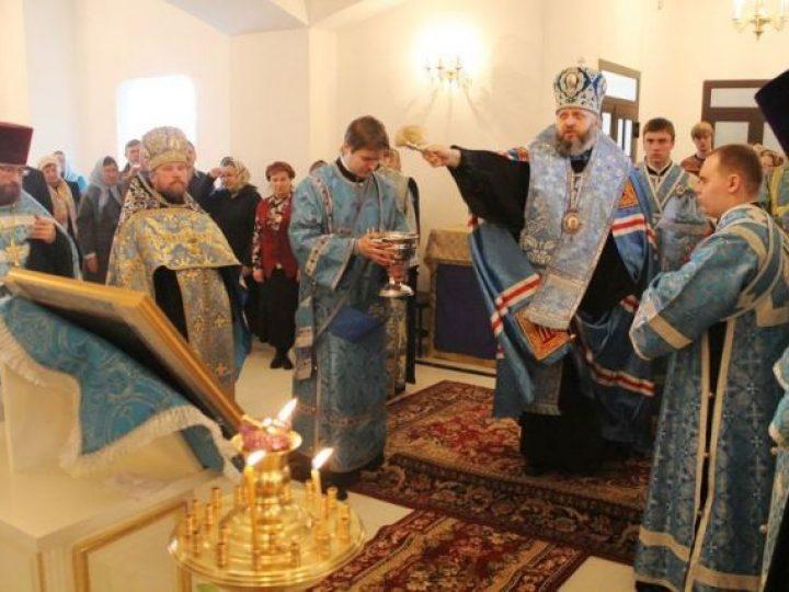Митрополит Аристарх освятил Благовещенский придел строящегося в Кемерове Казанского храма