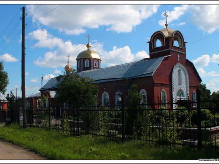 Во вторник Страстной седмицы глава Кузбасской митрополии совершил Литургию Преждеосвященных даров в Никольском соборе Кемерова