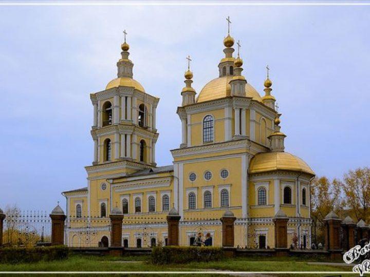 В неделю 3-ю по Пасхе, святых жен-мироносиц, митрополит Аристарх совершил Божественную литургию в соборе Преображения Господня Новокузнецка