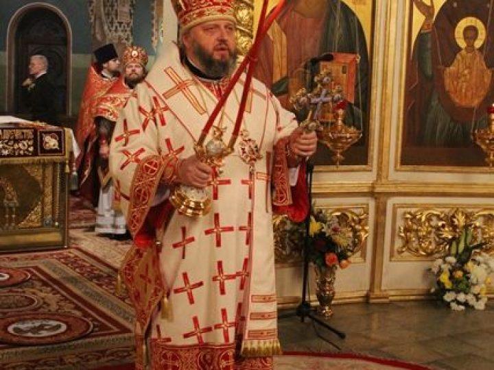 В праздник Светлого Христова Воскресения глава Кузбасской митрополии возглавил торжественное ночное богослужение в Знаменском соборе