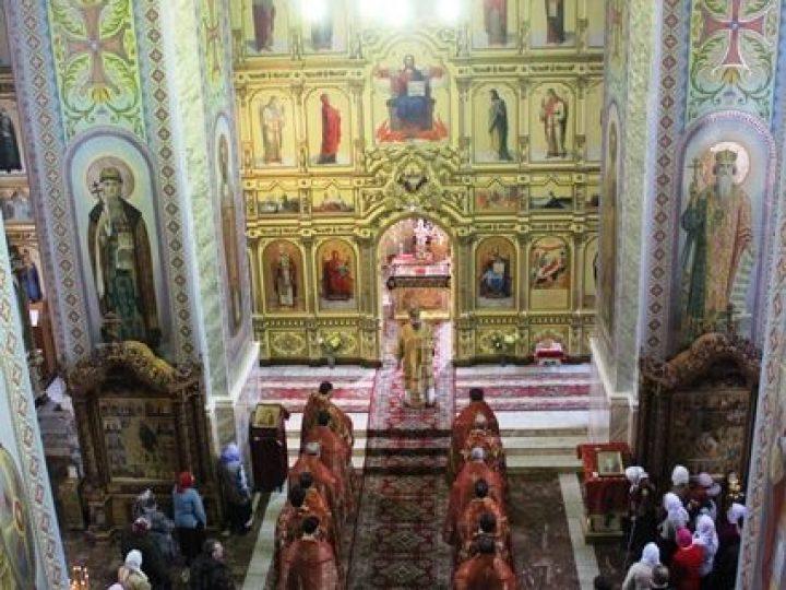В среду Светлой седмицы глава Кузбасской митрополии совершил богослужения в храмах Прокопьевска и Киселевска