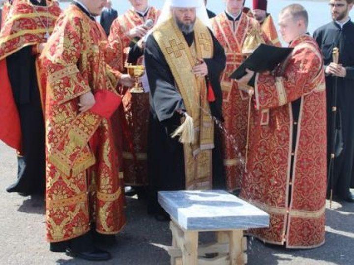 Митрополит Аристарх освятил закладной камень под храм-часовню в Киселевске