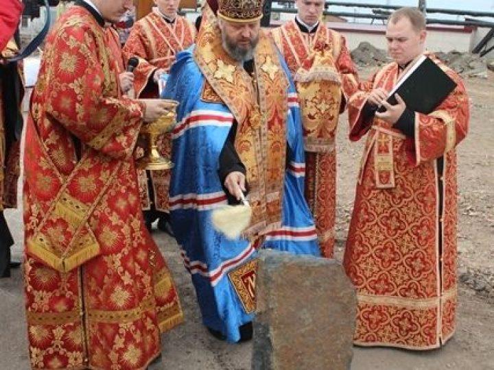 Глава Кузбасской митрополии освятил закладной камень под храм на шахте в Л-Кузнецком