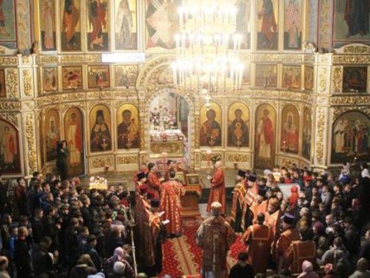 В День славянской письменности и культуры митрополит Аристарх совершил праздничный молебен в Знаменском соборе