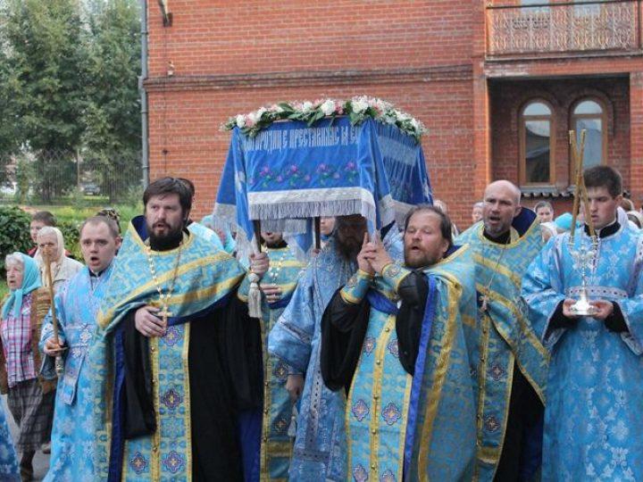 Глава Кузбасской митрополии совершил богослужение с Чином погребения Пресвятой Богородицы в Знаменском соборе