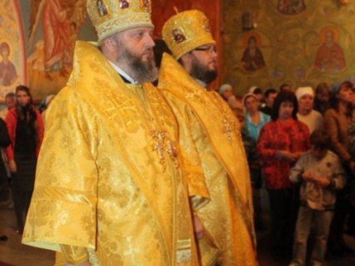 В День знаний митрополит Аристарх и епископ Иннокентий совершили Литургию в храме Рождества Христова при Кузбасской духовной семинарии