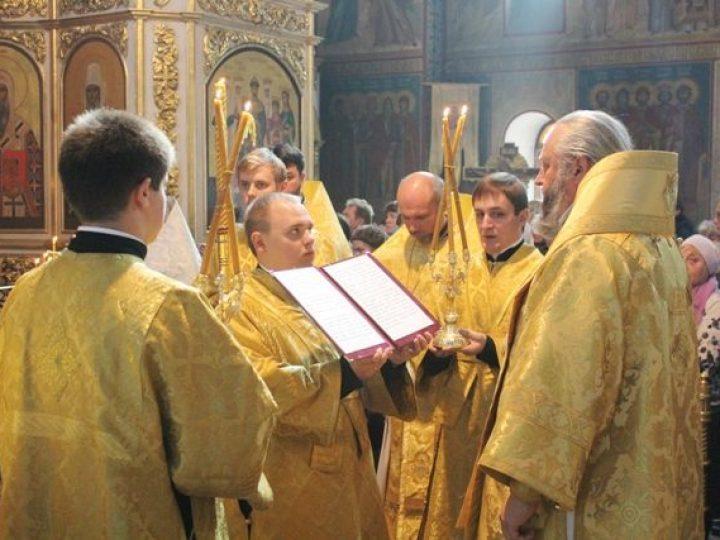 В день памяти святых Петра и Февронии Муромских митрополит Аристарх совершил Литургию в Знаменском соборе