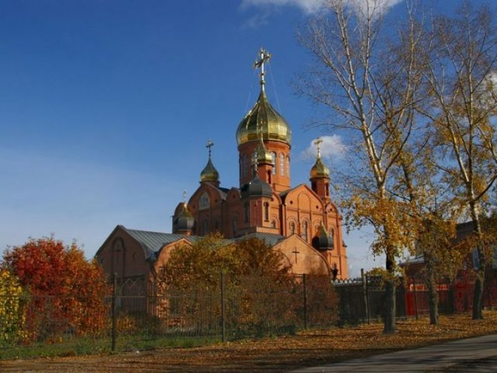 В неделю 18-ю по Пятидесятнице митрополит Аристарх совершил Литургию в Знаменском соборе