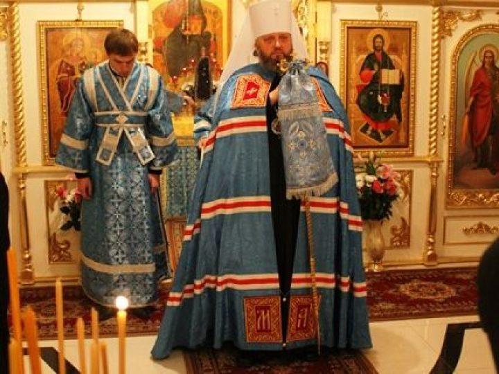 Кузбасский архипастырь совершил всенощное бдение в нижнем приделе Казанского храма Кемерова