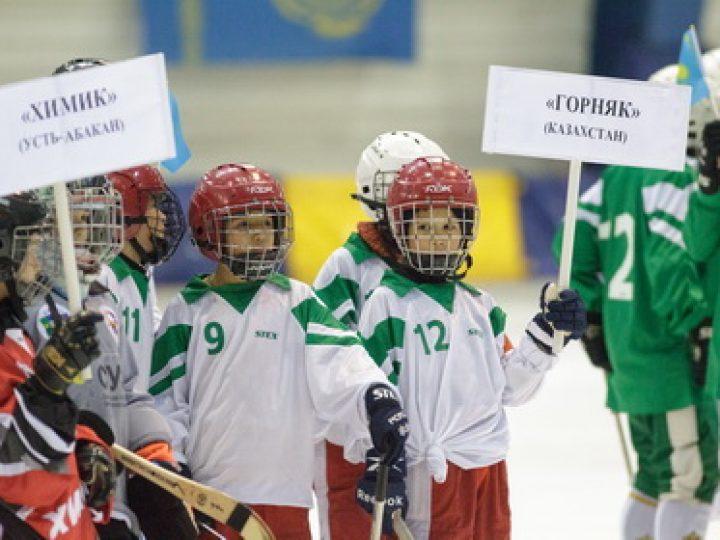 Митрополит Аристарх принял участие в церемонии открытия Кубка мира по хоккею с мячом среди детей
