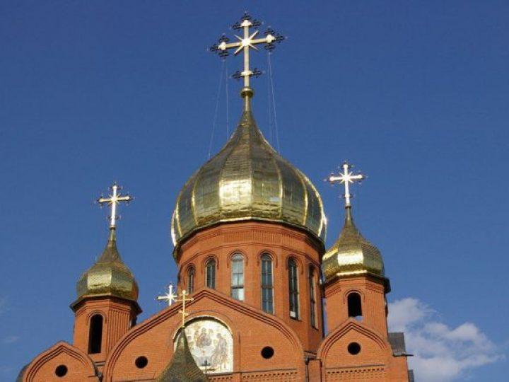 В неделю 27-ю по Пятидесятнице, святых праотец, митрополит Аристарх совершил Божественную литургию в Знаменском соборе