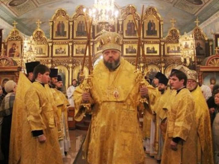 В день памяти святителя и чудотворца Николая митрополит Аристарх совершил Литургию в Никольском соборе Кемерова