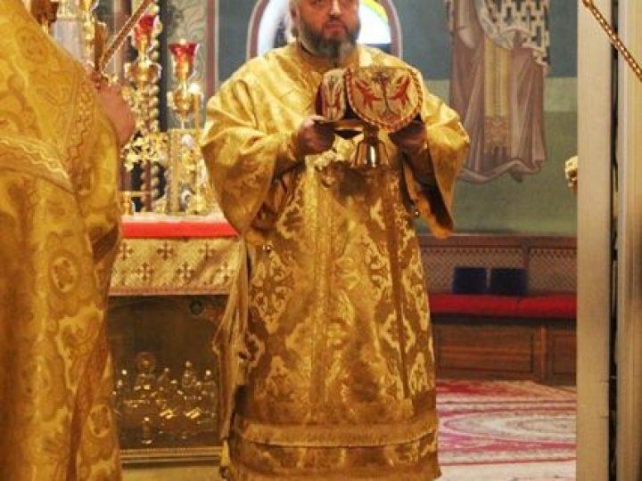 В неделю 28-ю по Пятидесятнице, перед Рождеством Христовым, митрополит Аристарх совершил Литургию в Знаменском соборе