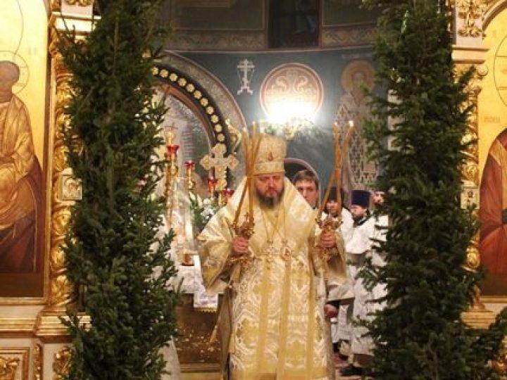 В праздник Рождества Христова глава Кузбасской митрополии совершил ночное богослужение в Знаменском соборе