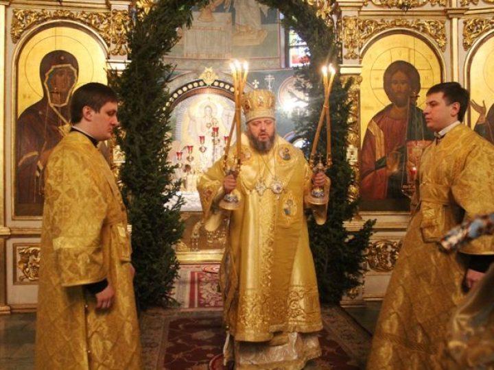 Глава Кузбасской митрополии отметил 55-летие со дня своего рождения молитвой в Знаменском соборе
