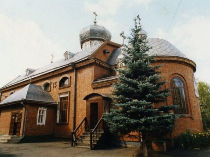 В праздник Собора Вселенских учителей Церкви митрополит Аристарх совершил Литургию в храме Новокузнецка