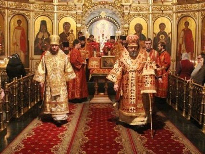 Архипастыри Кемеровской и Горноалтайской епархий совершили всенощное бдение в Знаменском соборе