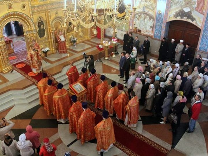 В понедельник Светлой седмицы митрополит Аристарх совершил богослужения в храмах Новокузнецка
