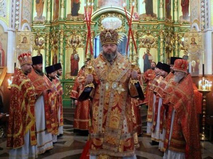 Во вторник Светлой седмицы глава Кузбасской митрополии совершил богослужения в храме Осинников и монастыре Безрукова