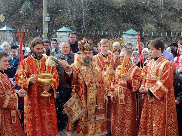 В среду Светлой седмицы митрополит Аристарх совершил богослужения в храмах Междуреченска и Прокопьевска