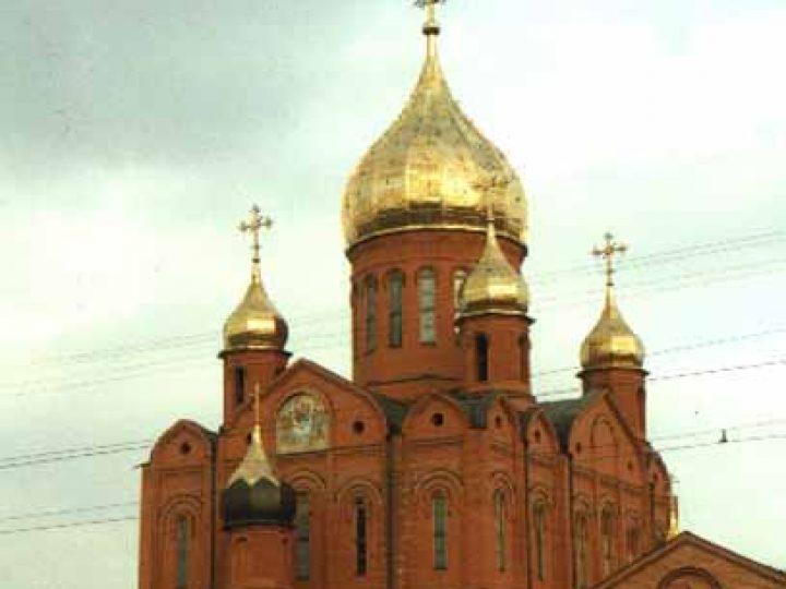 Глава Кузбасской митрополии совершил утреню с чтением Акафиста Пресвятой Богородице в Знаменском соборе Кемерова
