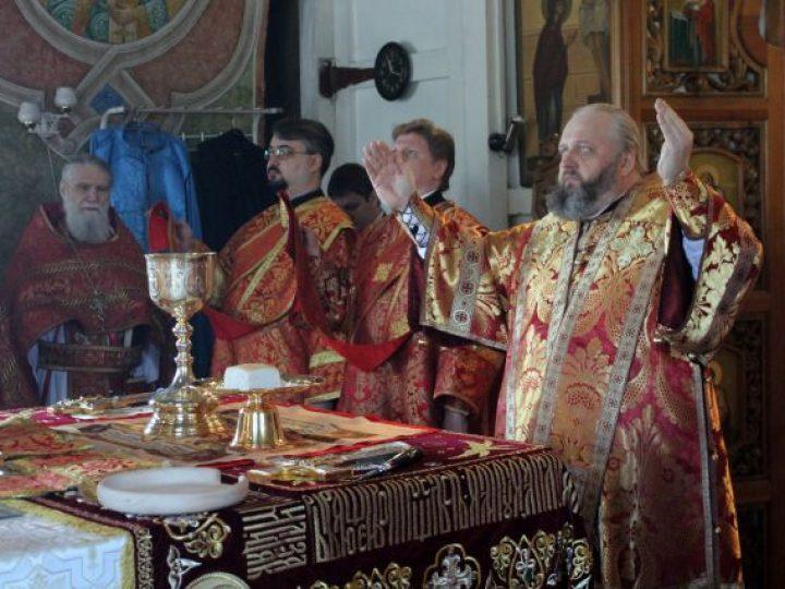 В неделю 3-ю по Пасхе, святых жен-мироносиц, митрополит Аристарх совершил Литургию в соборе Преображения Господня Новокузнецка