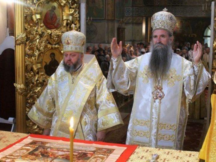 Управляющие Кемеровской и Будимлянской епархиями совершили Литургию в главном храме Кузбасской митрополии
