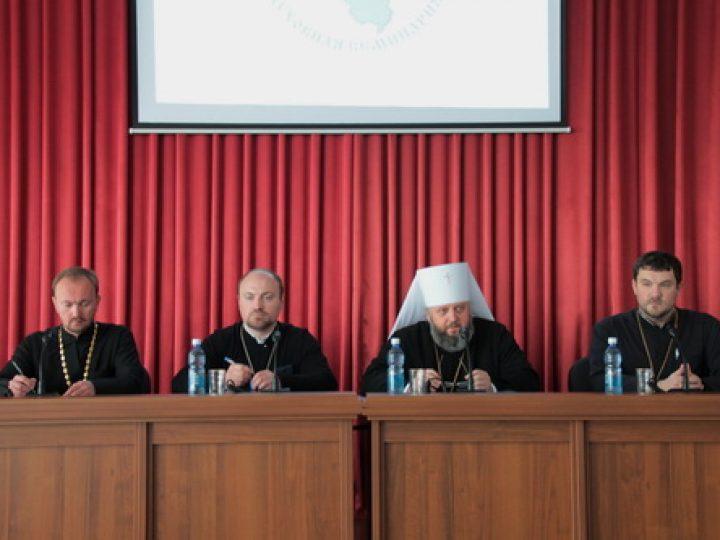 Митрополит Аристарх возглавил комиссию по защите дипломных работ выпускниками Кузбасской семинарии