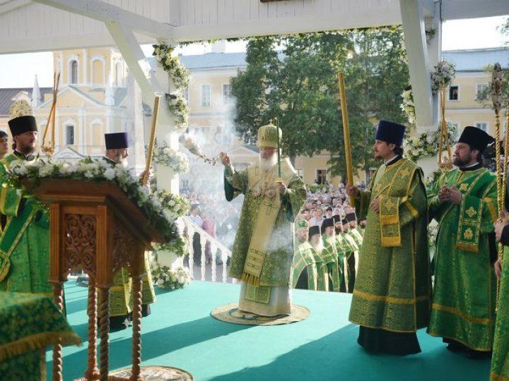 Правящие архиереи Кузбасской митрополии сослужили Патриарху Кириллу за праздничными богослужениями в Троице-Сергиевой лавре