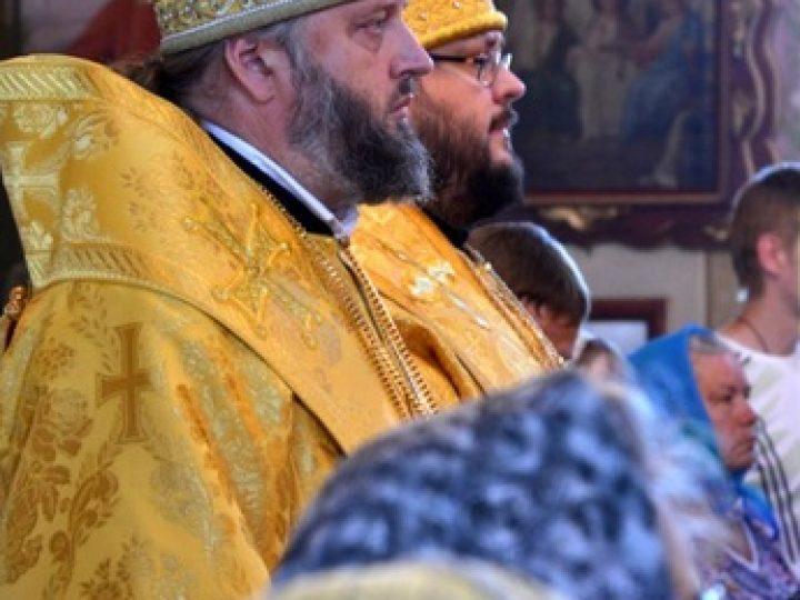В день памяти святых первоверховных апостолов Петра и Павла митрополит Аристарх и епископ Иннокентий совершили Литургию в храме А-Судженска