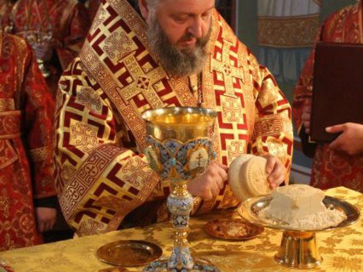 В праздник Рождества Иоанна Крестителя кузбасский архипастырь совершил Литургию в Знаменском соборе