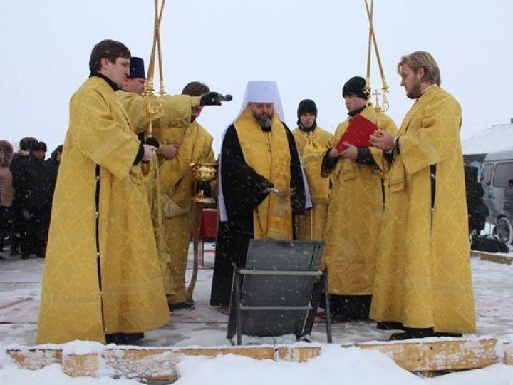 Митрополит Аристарх освятил закладной камень под строительство храма в селе Смышляево