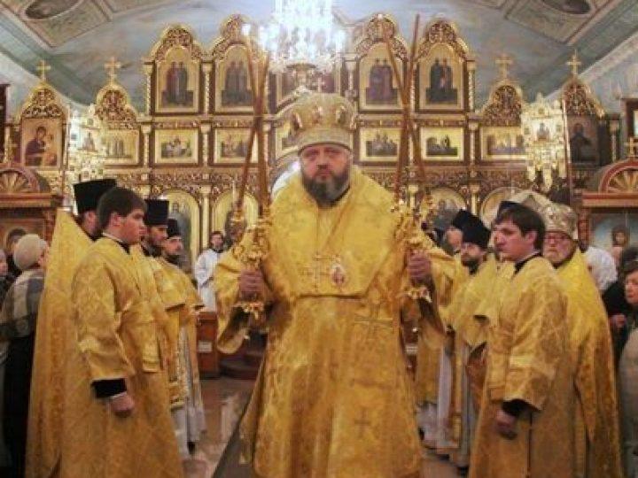 В день памяти святителя Николая Чудотворца митрополит Аристарх совершил Литургию в Никольском соборе Кемерова