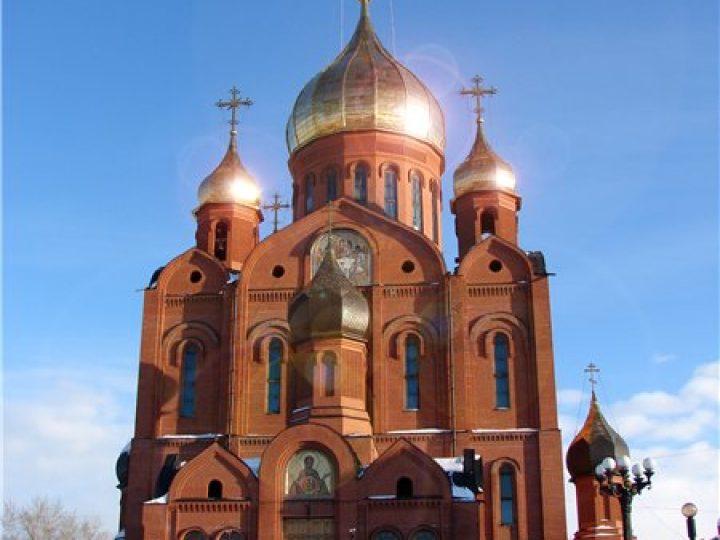 В неделю 27-ю по Пятидесятнице митрополит Аристарх совершил Литургию в Знаменском соборе