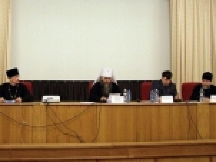 Митрополит Аристарх возглавил работу круглого стола на Рождественских чтениях в Москве