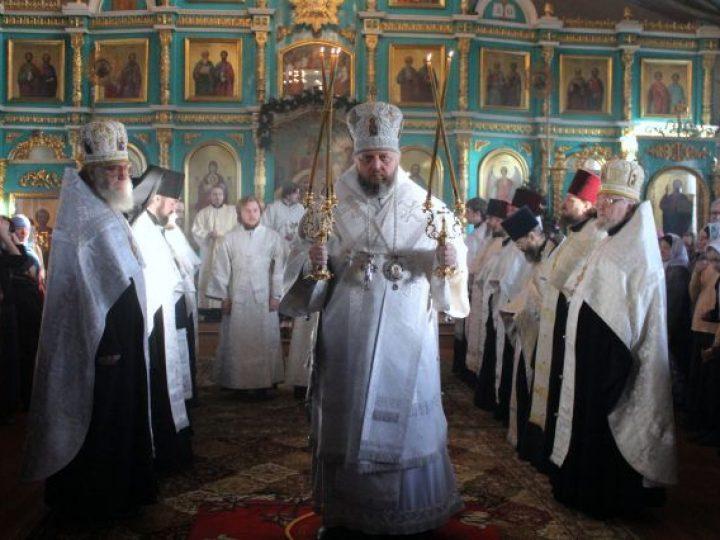 Митрополит Аристарх совершил великую Рождественскую вечерню в храме Белова
