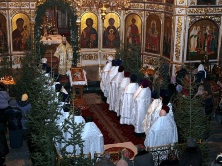 В день своего рождения митрополит Аристарх совершил Благодарственный молебен в Знаменском соборе