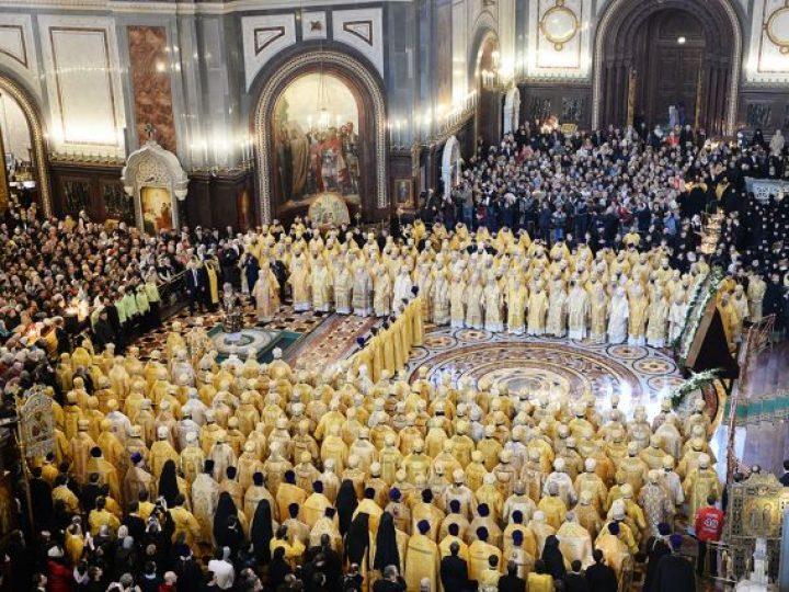 Глава Кузбасской митрополии принял участие в богослужении по случаю 6-й годовщины интронизации Святейшего Патриарха Кирилла