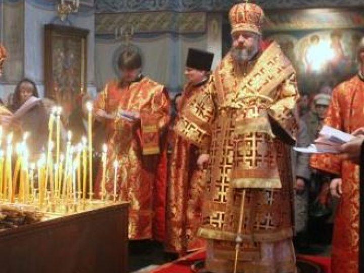 В день Радоницы глава Кузбасской митрополии совершил панихиду в Знаменском соборе