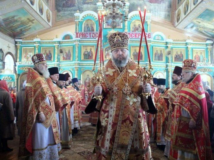 В среду Светлой седмицы кузбасский архипастырь совершил богослужения в храмах Белова и Прокопьевска