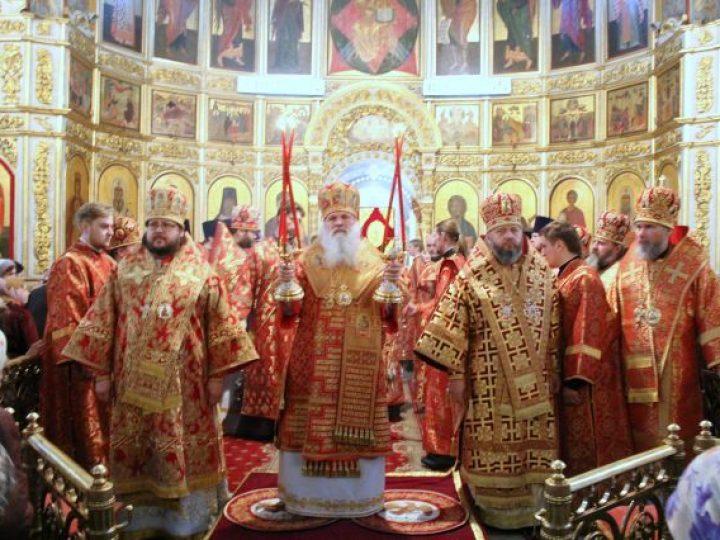 Глава Среднеазиатского митрополичьего округа совершил Литургию в Знаменском соборе Кемерова