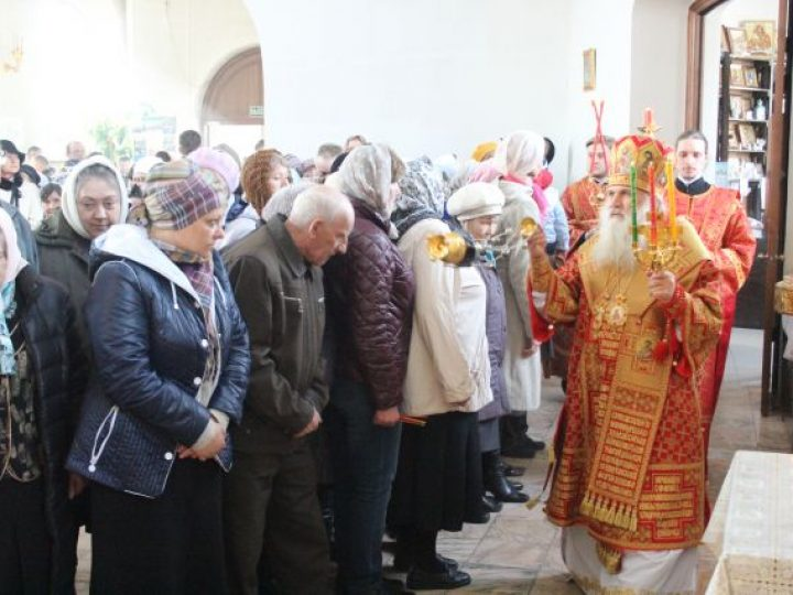 Митрополит Викентий совершил богослужение в храме Березовского