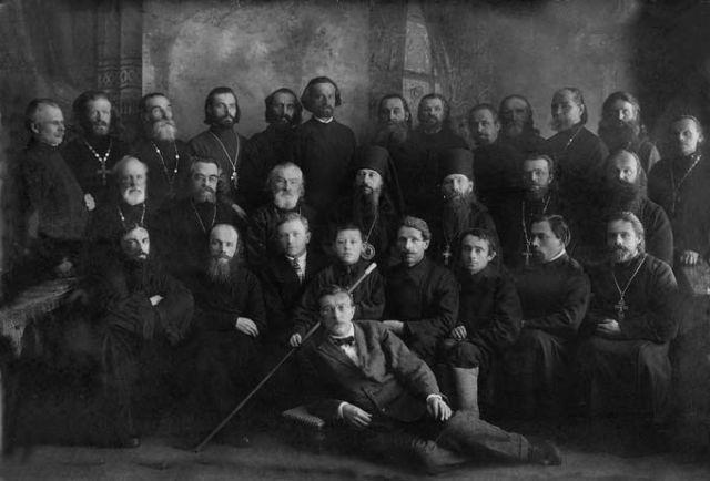 иерей Владимир Рясенский верхний ряд, второй слева