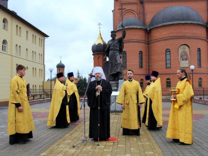 Митрополит Аристарх освятил скульптуру святого князя Владимира, установленную в Кемерове